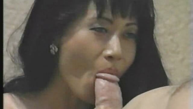 Deepthroat sek mom hot distributor mencoba Roxanne